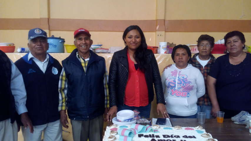DIF de Santa Cruz Tlaxcala festejó a adultos mayores