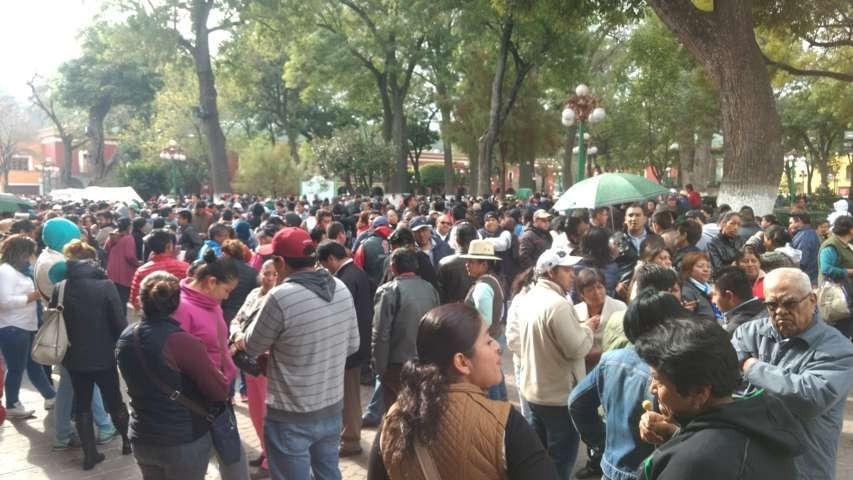 Se congregan más de 5 mil frente a Palacio de Gobierno