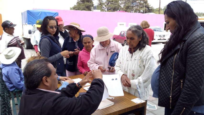 Distribuye  DIF despensas en Santa Cruz Tlaxcala