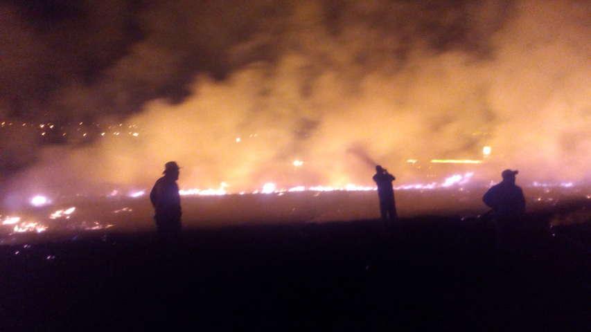 Controlan incendio de pastizales en Santa cruz Tlaxcala