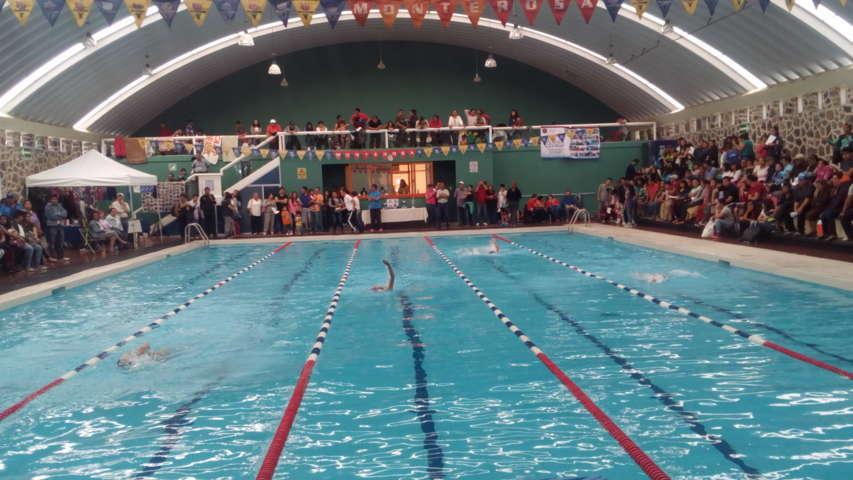 Sobresalen atletas de Santa Cruz Tlaxcala en deporte de natación