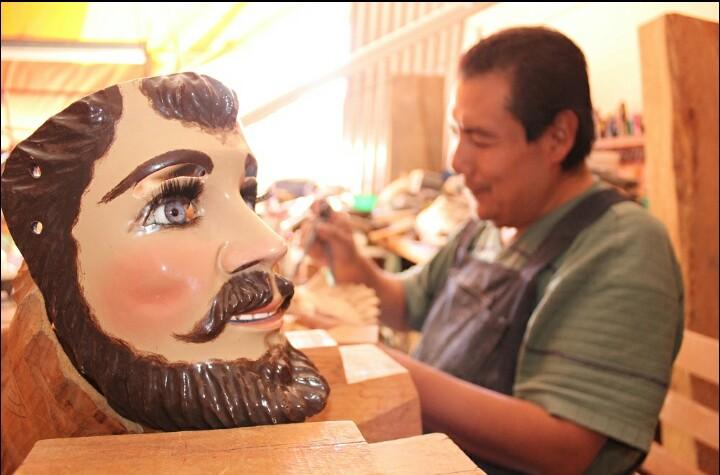 Asiste Apetatitlán a Tianguis Turístico 2017, presumirá elaboración de máscara de huehue
