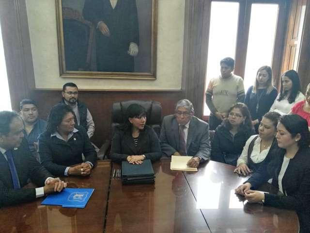 Firma Anabell Ávalos convenios de colaboración con UMT e INAPAM