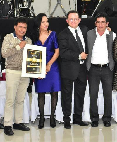 Galardona UPET a periodista Calpulalpense