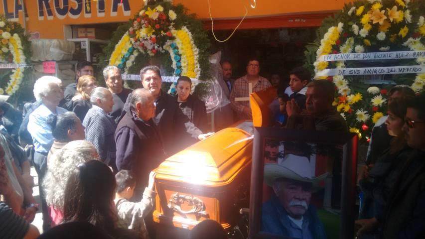 """Comerciantes de Calpulalpan dan ultimo adiós a """"Don Vicente"""
