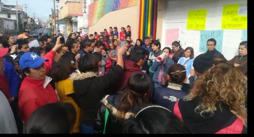 Acusan a directora del kinder Celia Hernández por malos manejos  en Chiautempan