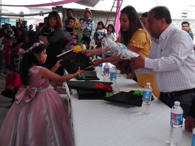 Presidenta del SMDIF de Lardizábal fue madrina de generación de preescolar