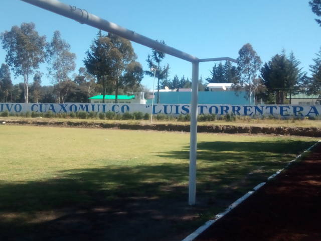 Le apuestan al deporte con dos canchas en Cuaxomulco