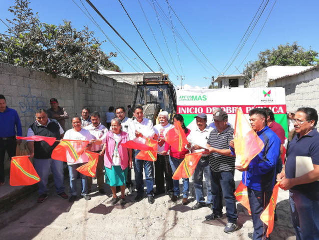 Alcalde de Papalotla arranca obras en tres barrios