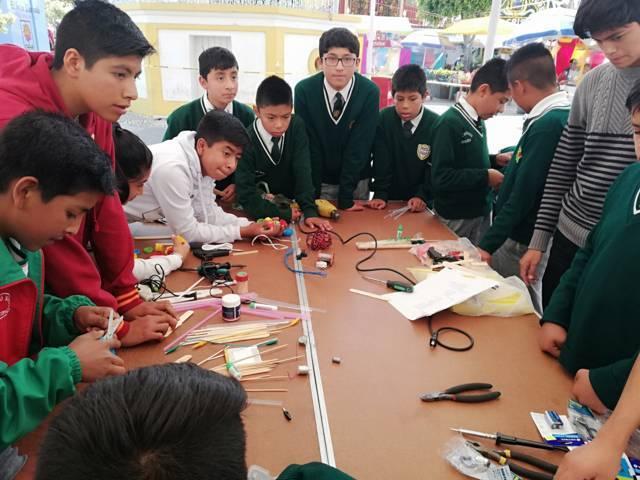 Reciben alumnos de Xicohtzinco talleres de robótica