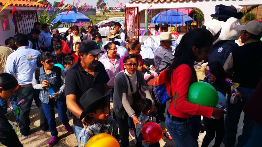 Ayuntamiento y SMDIF de Tetla festejaron a cientos de niños en su día