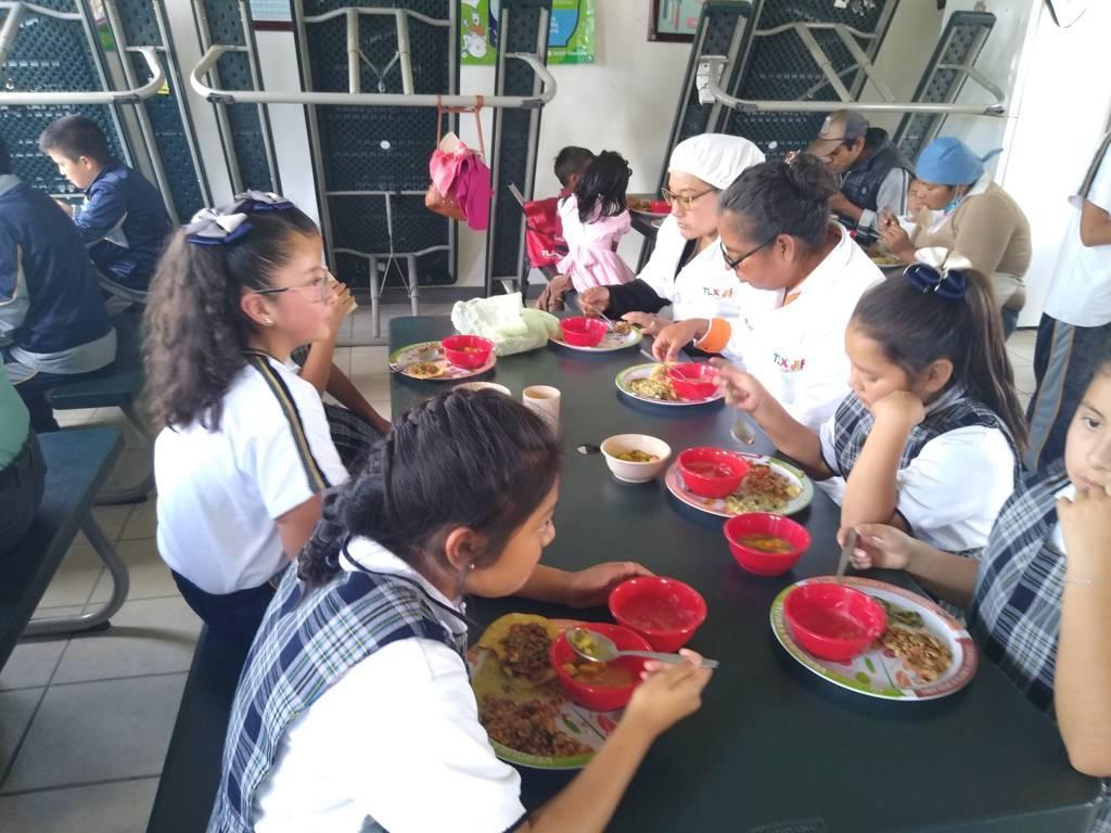 El SMDIF realiza demostración de alimentos para desayunadores de escuelas