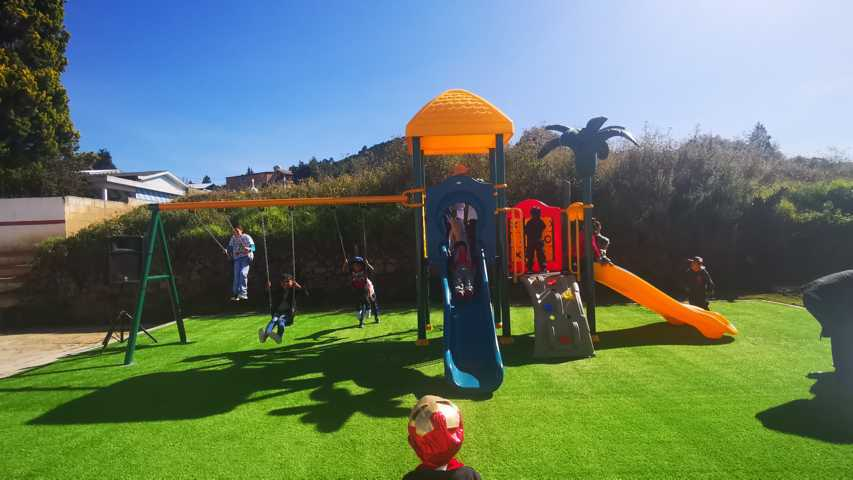 Alcalde impulsa la sana convivencia en niños con juegos infantiles