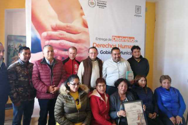 Xicohtzinco recibe el distintivo CEDH, garantizan trato digno a los ciudadanos