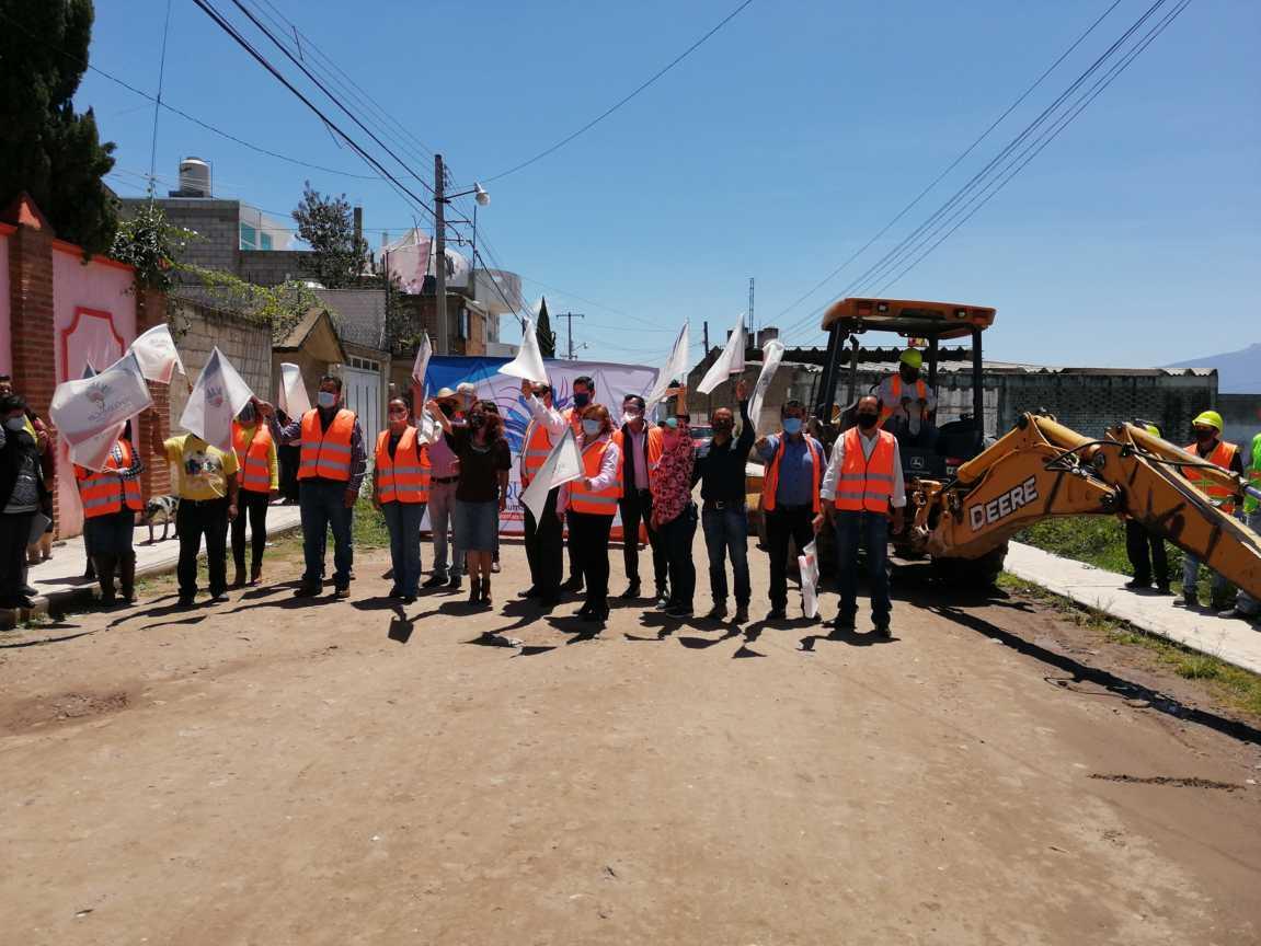 Villarreal Chairez da el banderazo para la pavimentación de la 2 de Abril
