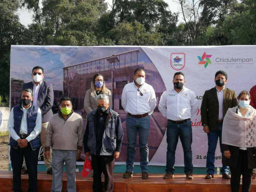 Héctor Domínguez coloca la primera piedra del nuevo edificio de Seguridad Publica