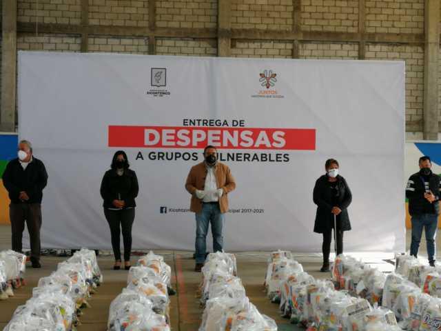 Badillo Jaramillo entrega despensas a familias vulnerables de Xicohtzinco