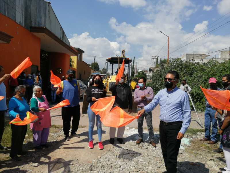 Herrera Xicoténcatl arranca pavimentación de la calle Monterrey en Papalotla