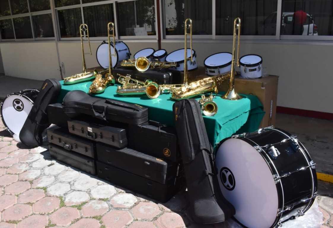 COBAT-TBC entrega instrumentos musicales al plantel 18 Altzayanca
