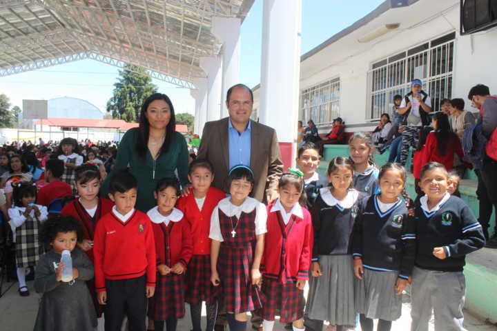 Sanabria Chávez entrega techumbre a Primaria Justo Sierra y Trinidad Sánchez Santos