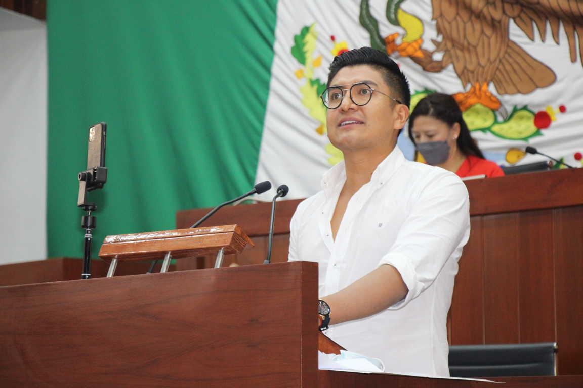 Propone Miguel Ángel Covarrubias crear programas de computadoras y fertilizante gratuitos