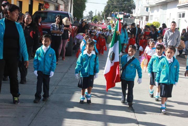 Pérez Rojas encabezó desfile del 107 aniversario de la Revolución Mexicana