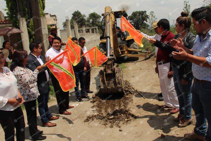 Alcalde mejora los servicios básicos del fraccionamiento Villa de las Flores