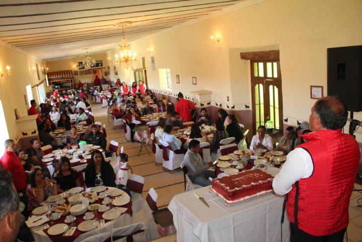 Ayuntamiento de Atlangatepec festejo a los Maestros en su día