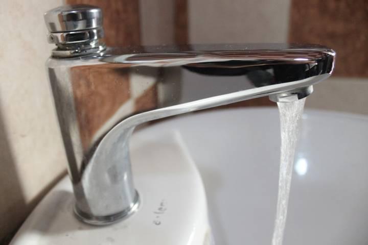 Suspenden suministro de agua potable por obra en el manantial