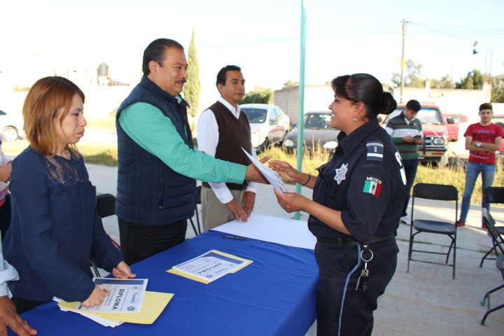 Festeja alcalde Francisco Román día del Policía y entrega reconocimientos