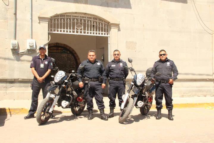 Alcalde entrega dos motos-patrullas a seguridad pública municipal