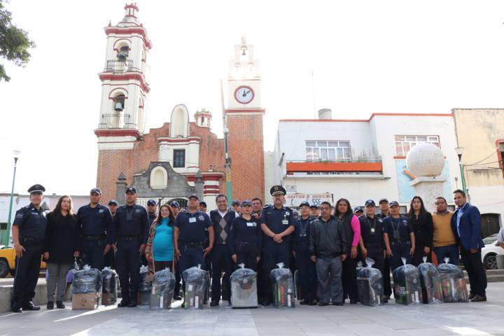 Entrega Domínguez Rugerio equipo táctico a policías