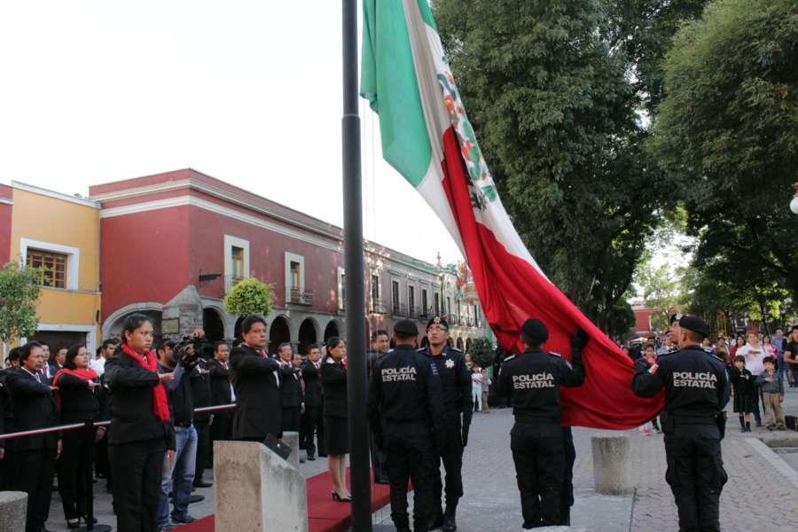 Encabeza Tomás Vásquez arrío de Bandera en Tlaxcala