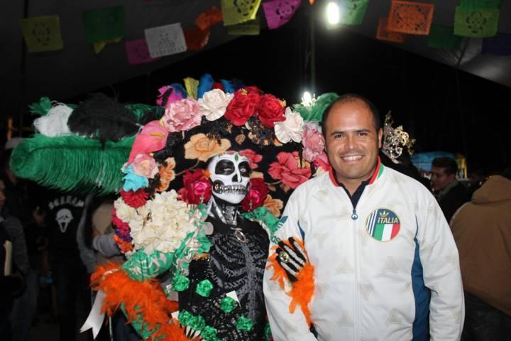 Colorida celebración de Día de Muertos en Santa Cruz Tlaxcala