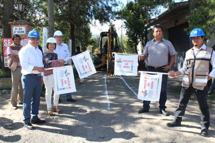 Eleazar Molina Pérez da banderazo de obras públicas en Tetla de la Solidaridad