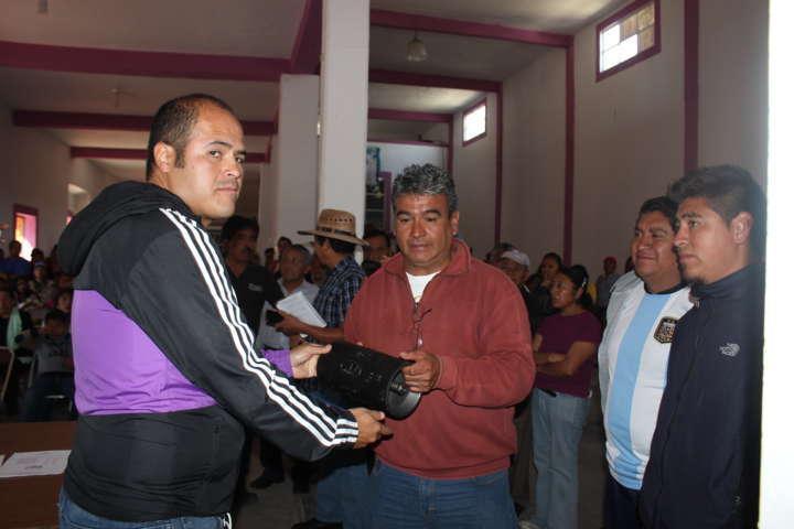 Entregó Sanabria Chávez bomba nueva para San Lucas Tlacochcalco