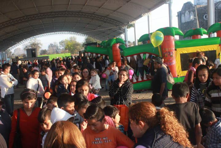 Villarreal Chairez arranco cientos de sonrisas a los niños en el Día de Reyes Magos