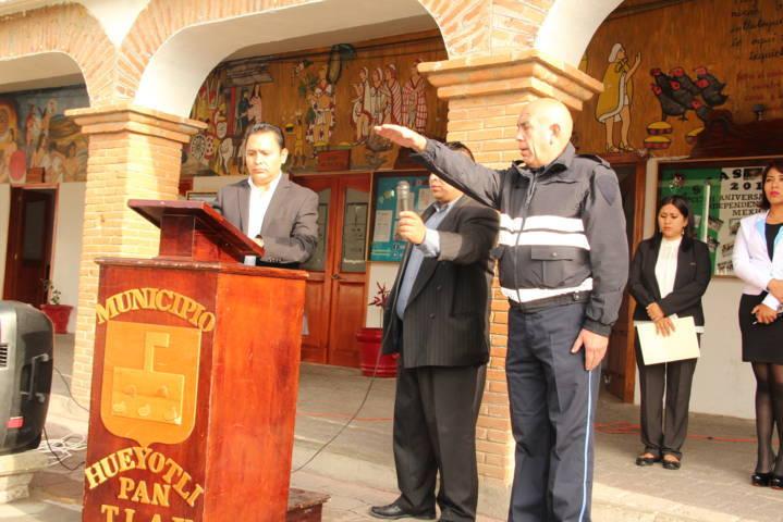 León Garfias presenta al nuevo director de seguridad municipal
