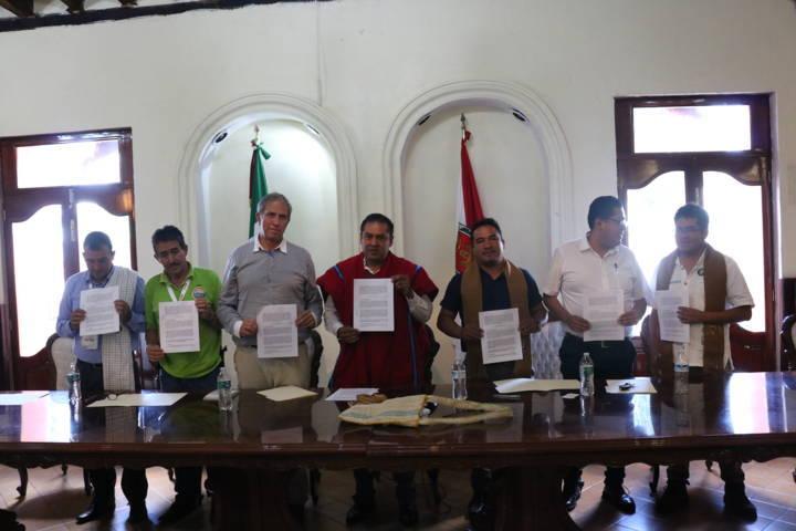 Firman convenio de colaboración Colimbia y Bolivia con Chiautempan