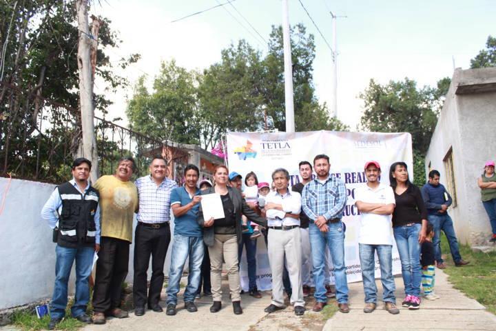 Alcalde de Tetla Entrega Obra de Electrificación en Agrícola de Dolores