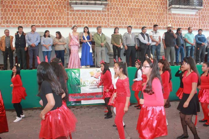 Con un espectacular desfile inicio el Carnaval Ixtacuixtla 2018