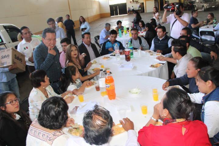 Ayuntamiento de Xaloztoc festejo en grande a los maestros en su día