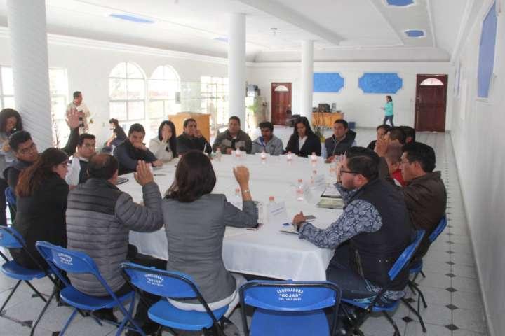 Ignorante alcalde de Zacatelco viola  Ley Municipal