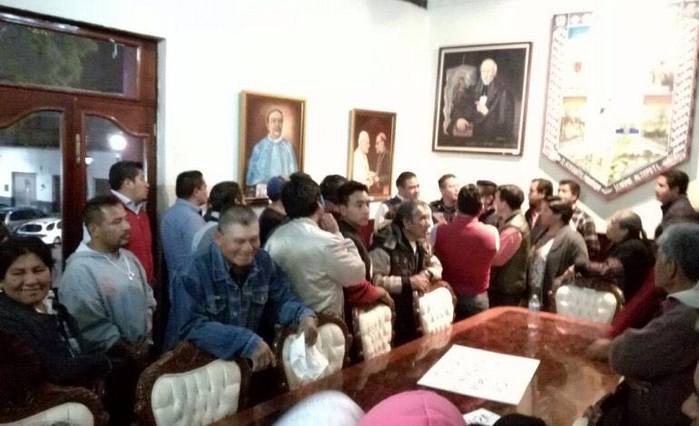Le dan cuello a presidente de  Ixcotla; el domingo habrá elecciones