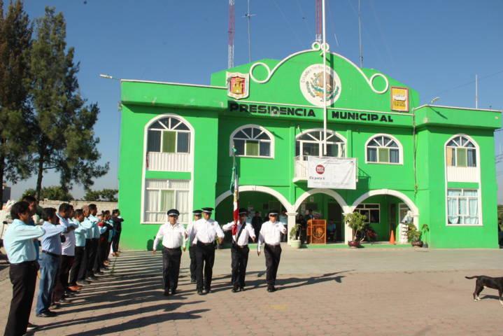 Ayuntamiento fomenta valores cívicos y éticos en los homenajes de cada lunes