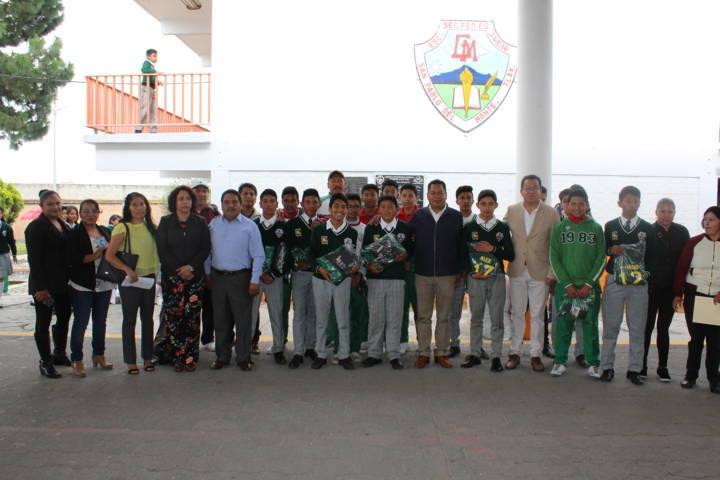 Alumnos de la Secundaria Gabriela Mistral de SPM asisten a juegos escolares nacionales