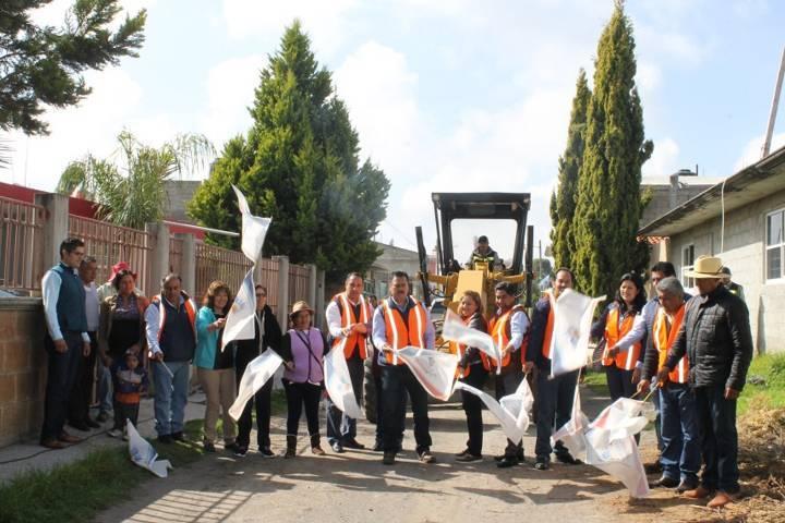Alcalde mejora la imagen urbana de 2 calles de San José Tetel