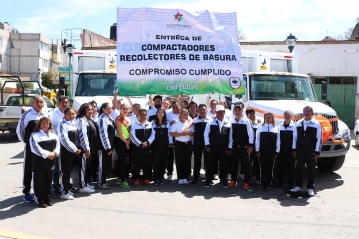 Entrega Héctor Domínguez Rugerio dos camiones de basura para Chiautempan