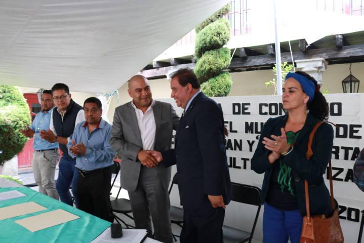 Signa Ayuntamiento de Chiautempan convenio en pro de la cultura