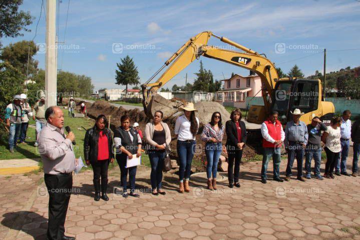 Macías González inicia obra de servicio básico en Tezoyo